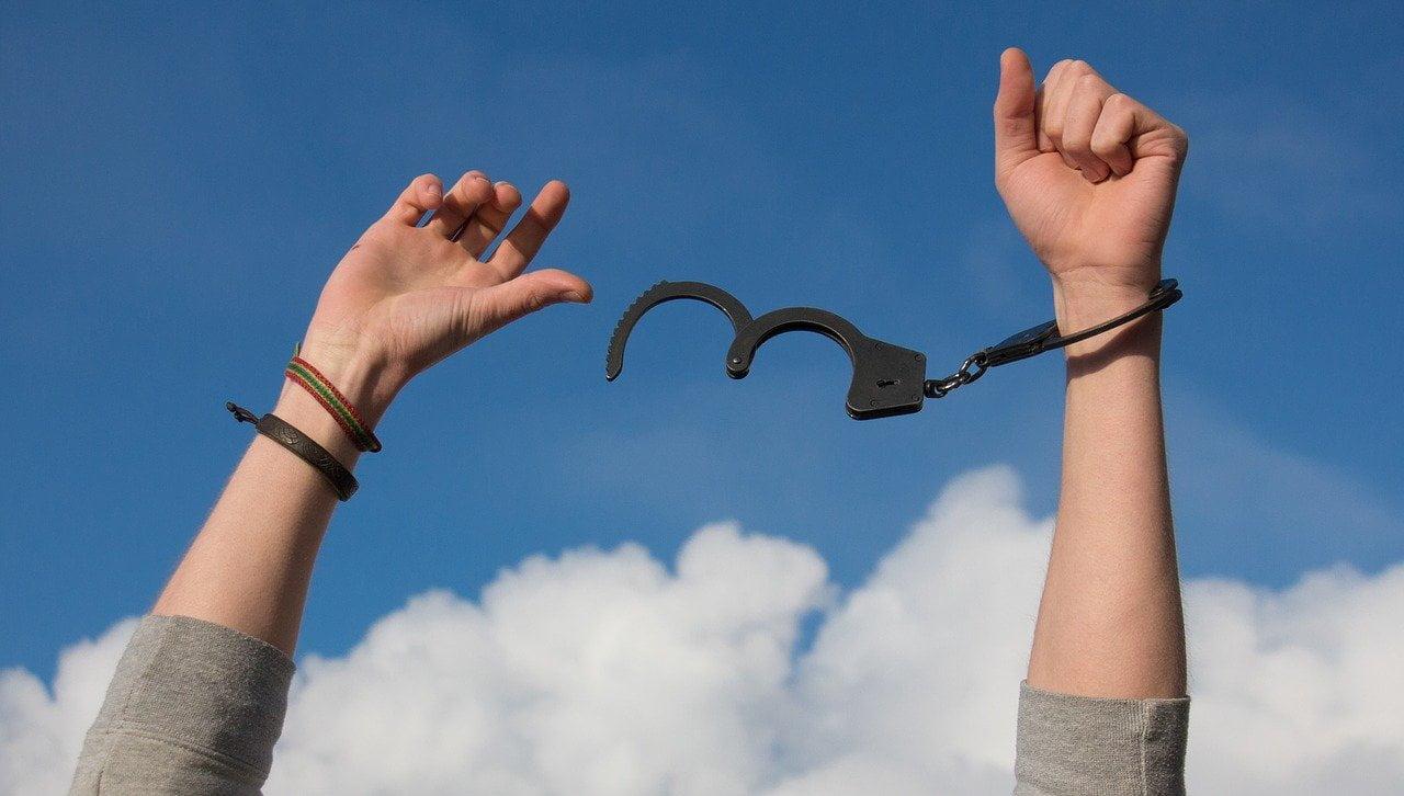 Liberté, libération, prisonnier, vices,
