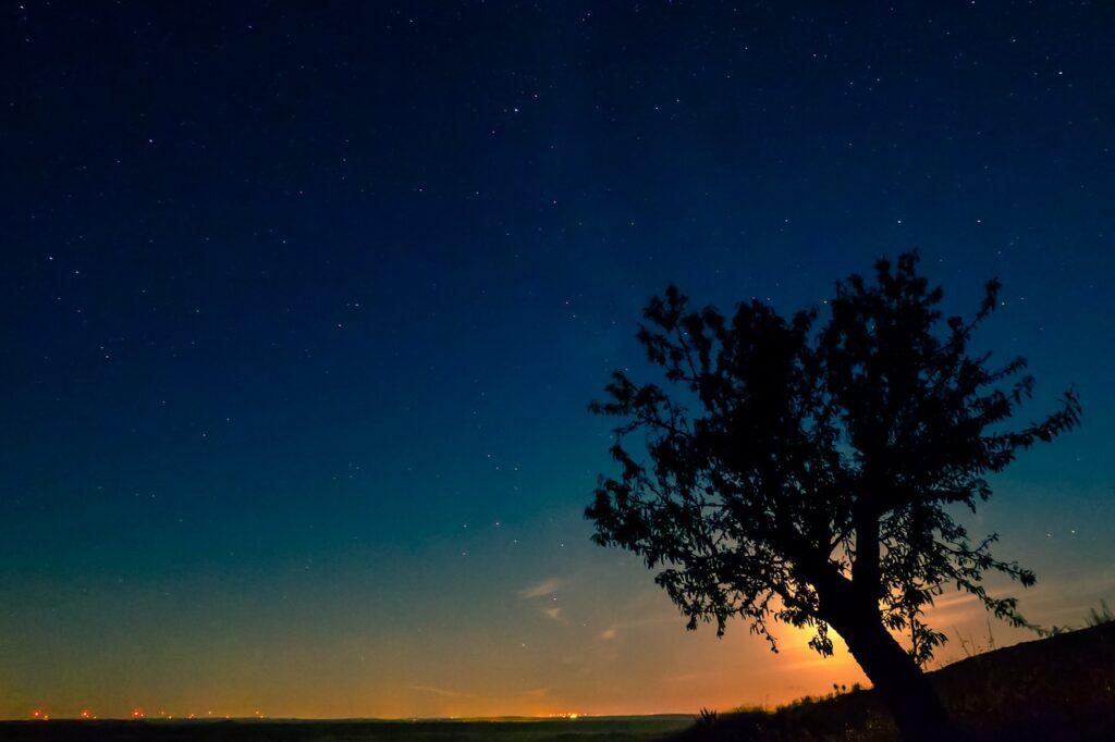 Lumière de la lune qui éclaire