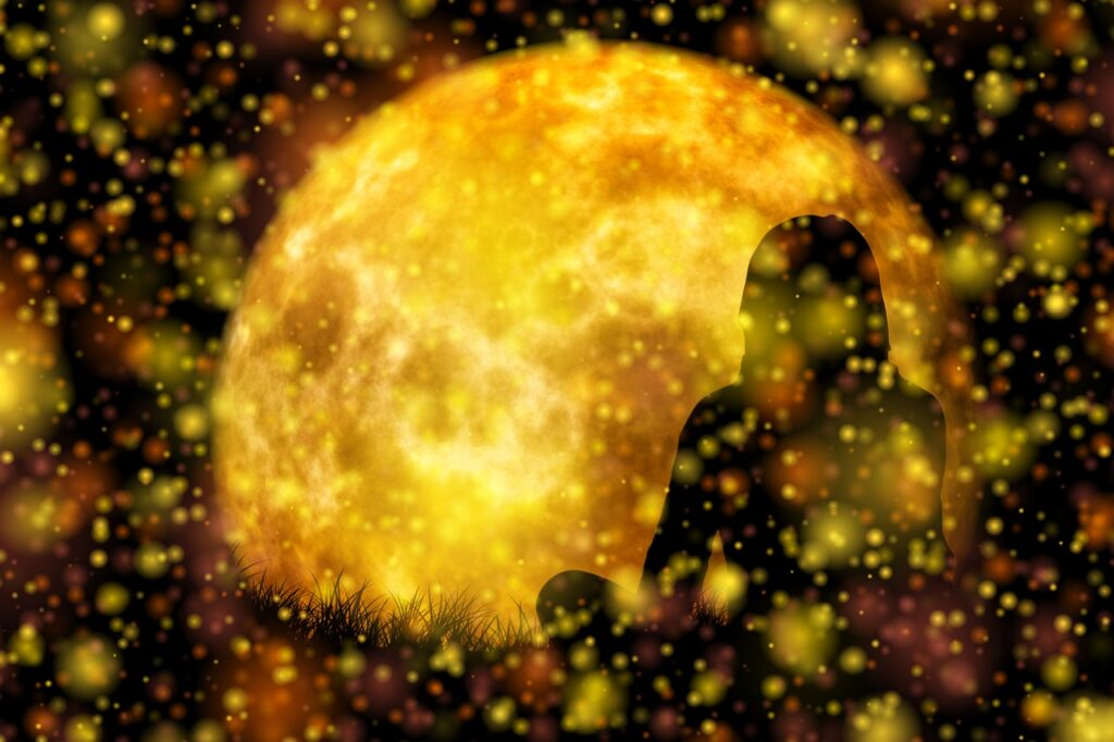 yogi assis dans la lumière de la lune