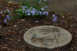 empreintes de mains dans le ciment